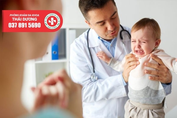 Cách chữa hẹp bao quy đầu ở trẻ sơ sinh tùy thuộc vào độ tuổi của trẻ